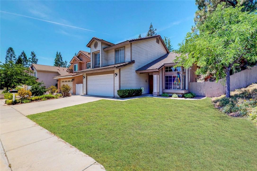 1750 Yellow Pine, Corona CA: http://media.crmls.org/medias/6dfb4e94-0d0d-4f55-a1a3-6b2bb2f1961e.jpg