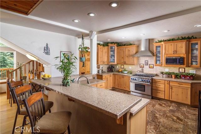 636 Crest Estates Court Lake Arrowhead, CA 92352 - MLS #: EV18073394