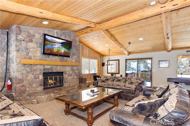 1366 La Crescenta Drive, Big Bear CA: http://media.crmls.org/medias/6e117268-e8b6-4bc1-827e-a58f99c2e114.jpg