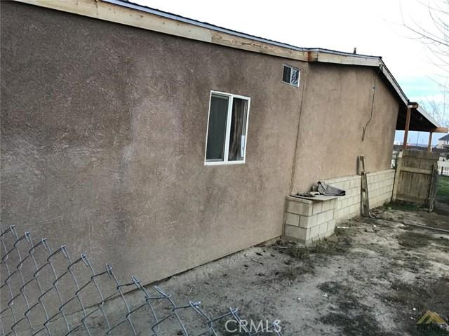 5129 Coronado W Street, Bakersfield CA: http://media.crmls.org/medias/6ea90fcf-bc68-4c61-9659-78a3da574013.jpg