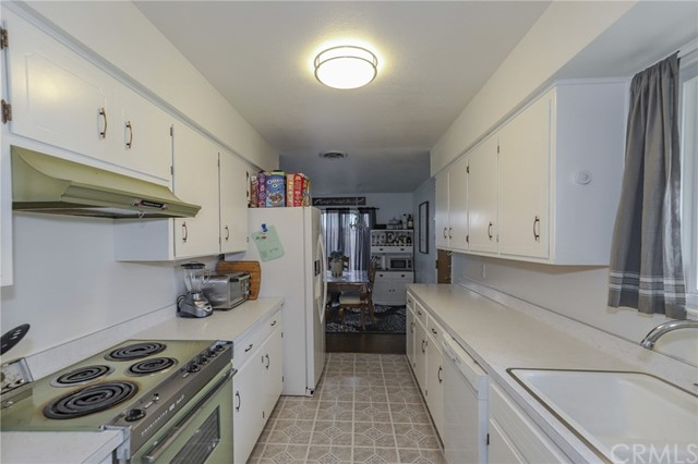 3415 Virginia Street, Atwater CA: http://media.crmls.org/medias/6ee11f4d-f4fe-4c84-8528-69e3df34afb7.jpg