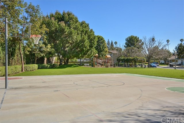 564 E Center St, Anaheim, CA 92805 Photo 13