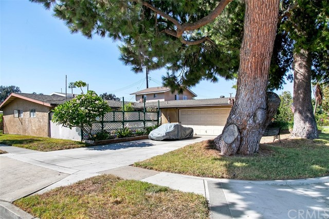 918 S Elliott Place, Santa Ana CA: http://media.crmls.org/medias/6eff42ba-3f8f-49fe-9452-f464ba64d08f.jpg