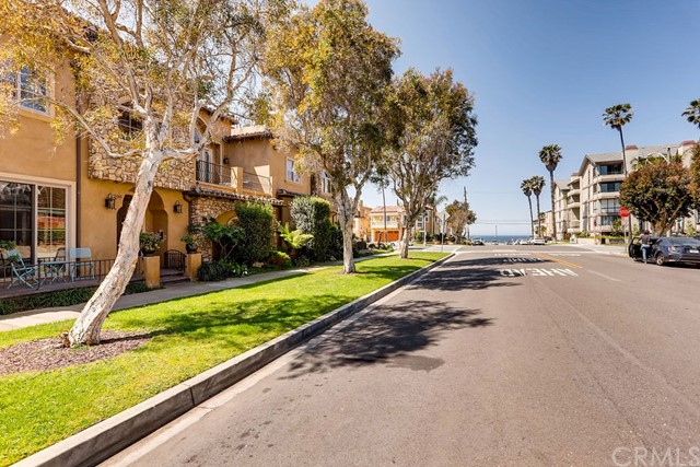 200 Avenue C, Redondo Beach CA: http://media.crmls.org/medias/6f12df30-989f-4f47-b29a-d48c70023ee5.jpg