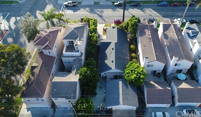 408 8th Street, Huntington Beach CA: http://media.crmls.org/medias/6f4d08ed-f9af-4c5a-a914-affaa33c3614.jpg