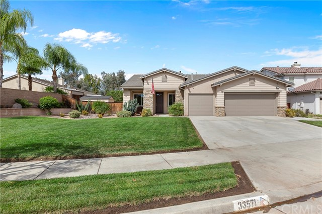 33571 Honeysuckle Lane, Murrieta CA: http://media.crmls.org/medias/6f838018-fdca-4619-a171-2cccabc61ccb.jpg
