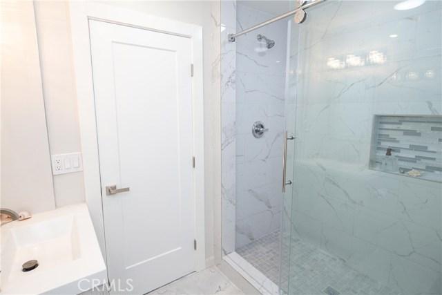 卧房个数: 4, 浴室个数 : 3