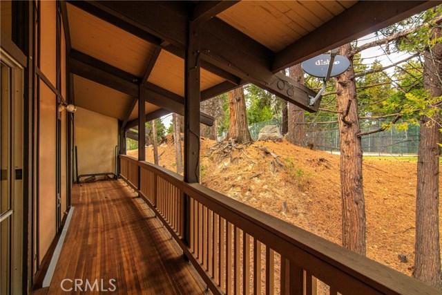 872 Sierra Vista Drive, Twin Peaks CA: http://media.crmls.org/medias/6f913f82-dac0-4524-836d-9bfde32715ac.jpg