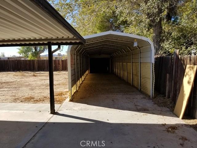 24136 Sage Avenue, Boron CA: http://media.crmls.org/medias/6fc69a5c-ed88-4a35-9b47-e6c82a2351d4.jpg