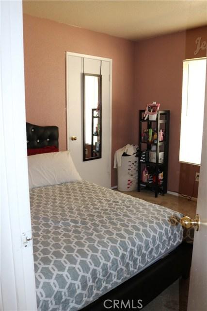 10695 Moorfield Street, Adelanto CA: http://media.crmls.org/medias/6fc95ed7-0b77-4cf4-a84d-1e19c7331284.jpg