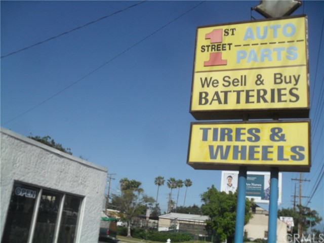 3625 W First Street, Santa Ana CA: http://media.crmls.org/medias/6fcb519e-5f9a-4c3b-8a90-6bc8c34aa628.jpg