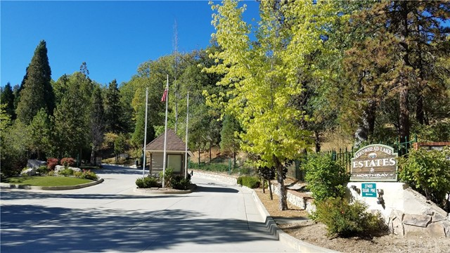 0 N Bay Road, Lake Arrowhead CA: http://media.crmls.org/medias/6fdfc9e3-deb7-45d5-b23a-f1a8792a8a35.jpg
