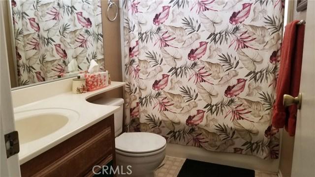 11170 Redwood Avenue, Hesperia CA: http://media.crmls.org/medias/6fe2dc58-ad72-4061-8221-5075f7197946.jpg