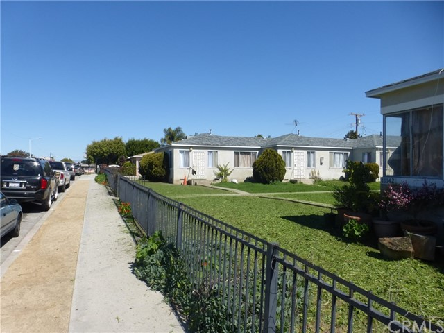 11142 S Mariposa Avenue, Los Angeles CA: http://media.crmls.org/medias/6fe3da90-7266-4415-9b3a-512c7054ea9f.jpg
