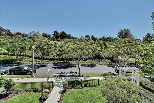 6 Cayton Court, Ladera Ranch CA: http://media.crmls.org/medias/6fee1ecd-a354-46dd-8120-4b2130b07014.jpg