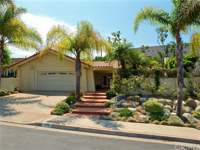 Single Family Home for Sale at 895 Hillside Drive N Long Beach, California 90815 United States