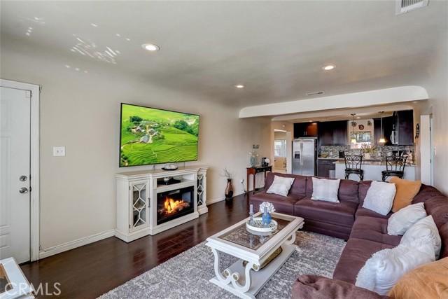 440 W Randall Avenue, Rialto CA: http://media.crmls.org/medias/70127a30-8b71-4d68-b470-d3b442dd5ee9.jpg