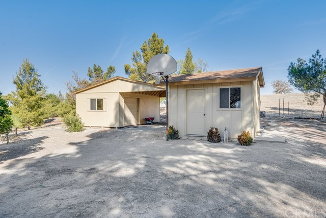 3960 Hord Valley Road, Creston CA: http://media.crmls.org/medias/703ba3d7-6243-41e7-9f84-7419f6f310e5.jpg