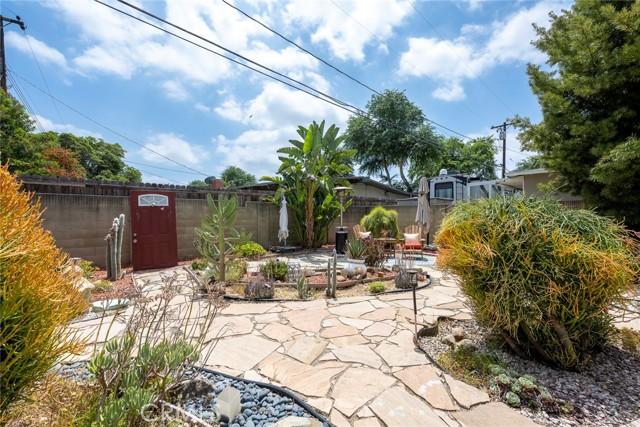 1004 Nutwood Avenue, Fullerton CA: http://media.crmls.org/medias/70466dff-d8cf-4a9b-be7d-1bb7e78aedd7.jpg