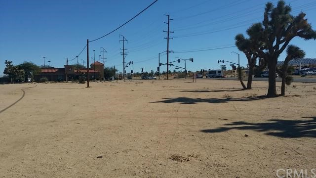 57794 Twentynine Palms, Yucca Valley CA: http://media.crmls.org/medias/70469e20-5458-49be-8f57-4e60a21fb5b8.jpg