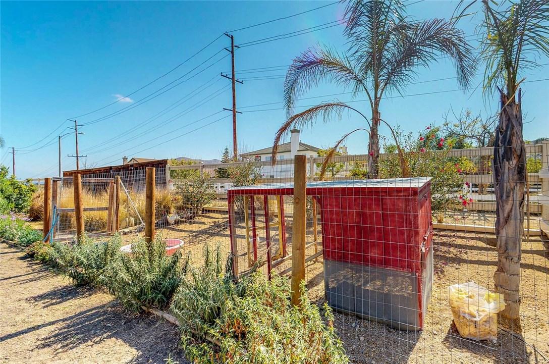 430 Wild Horse Lane, Norco CA: http://media.crmls.org/medias/704bf7cd-bc83-4718-bcea-abfa354c84d9.jpg