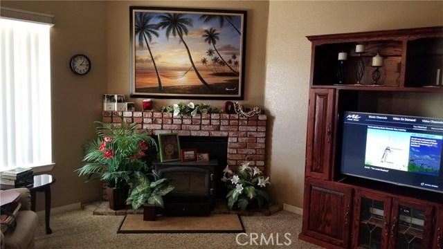 11170 Redwood Avenue, Hesperia CA: http://media.crmls.org/medias/70543049-1b62-4047-938c-2560916c481e.jpg