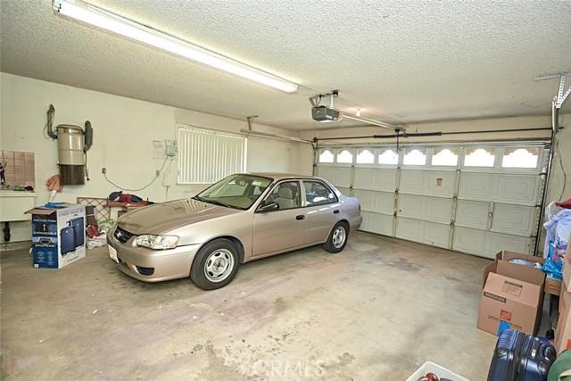 13330 Palos Grande Drive, Victorville CA: http://media.crmls.org/medias/7089b26c-7fb2-4579-ac02-83442b69c801.jpg