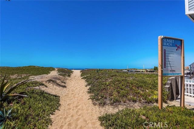 17090 5th, Sunset Beach CA: http://media.crmls.org/medias/709fc9b1-0d97-4b25-83e2-f66f81fd8db1.jpg