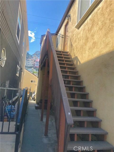 212 Catalina Avenue, Avalon CA: http://media.crmls.org/medias/70a3347e-f52a-4da3-ba9a-20ffda712984.jpg