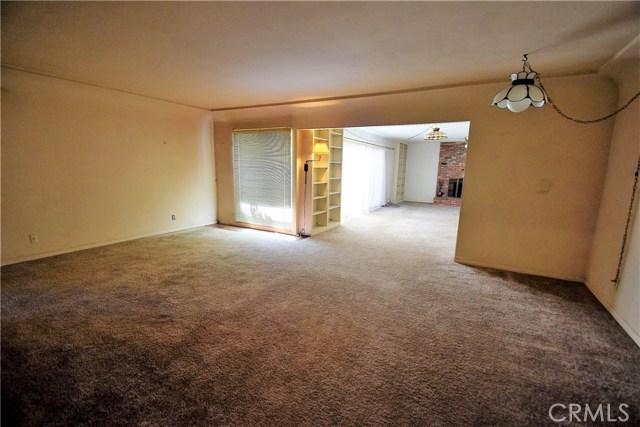 7354 Garden Street, Riverside CA: http://media.crmls.org/medias/70ad0028-8a32-44ac-8316-bc588546d8e6.jpg
