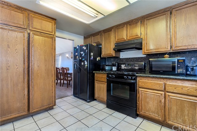 5952 Ashley Court, Chino CA: http://media.crmls.org/medias/70d459a0-9dde-4b97-9a2a-583b8e01a6f0.jpg
