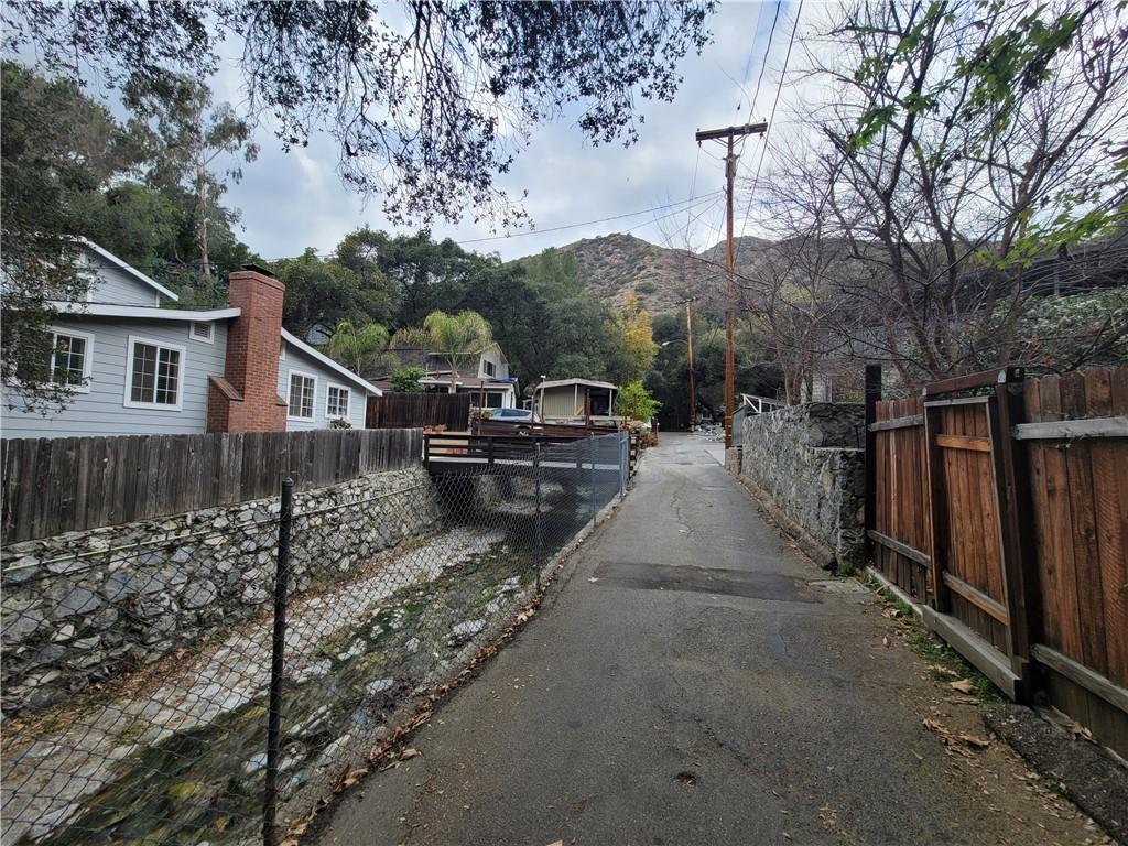 675 Brookside Lane, Sierra Madre CA: http://media.crmls.org/medias/70d48c8d-5f8b-4b19-af3f-a4a2a737b8ce.jpg
