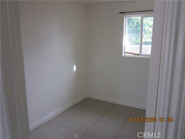 1050 W Walnut, Santa Ana CA: http://media.crmls.org/medias/70d6be3e-9232-424b-b23d-080ad76b0f5a.jpg