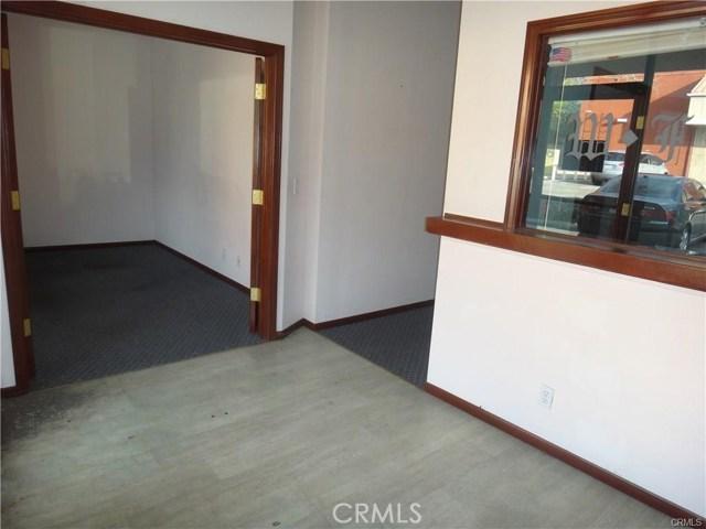 936 W Foothill Boulevard, Claremont CA: http://media.crmls.org/medias/70e55f58-841c-420f-9487-8a4406195ca0.jpg