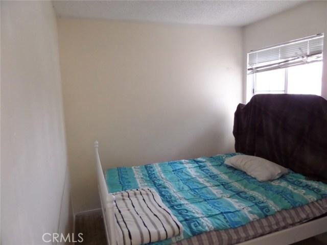 8441 Mimosa Tree Court, Riverside CA: http://media.crmls.org/medias/70ef0c6f-0816-4b5e-8236-82b6f819ec9c.jpg