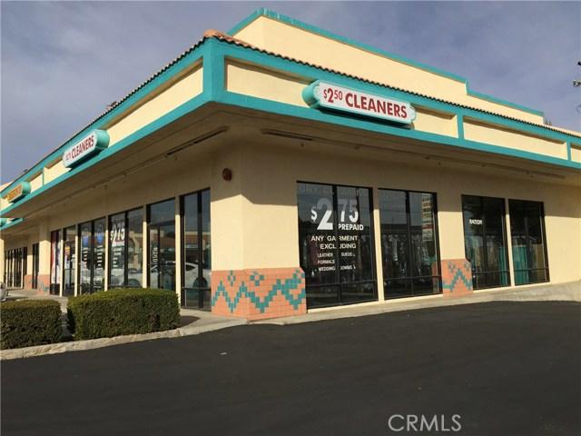 12353 Mariposa Road, Victorville CA: http://media.crmls.org/medias/71014ec6-f4ee-491f-a8e1-c676b6b465ef.jpg