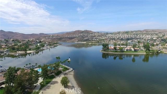 21815 Strawberry Lane, Canyon Lake CA: http://media.crmls.org/medias/710394ea-8858-429d-9cae-f60defe060f5.jpg