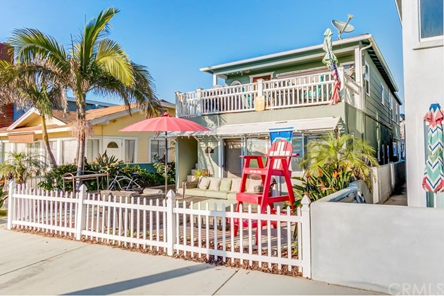 Single Family for Sale at 914 Oceanfront E Newport Beach, California 92661 United States