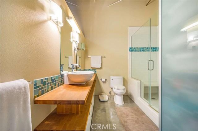 835 Locust Avenue, Long Beach CA: http://media.crmls.org/medias/71207d06-d5c6-472a-bf67-f8e20aec93de.jpg