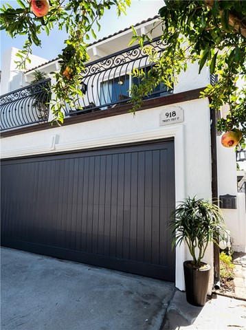 Detail Gallery Image 1 of 1 For 918 21st St, Hermosa Beach, CA 90254 - 3 Beds | 2/1 Baths