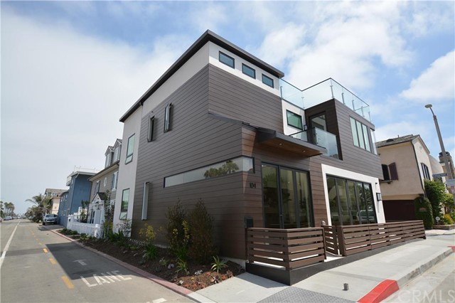 Single Family Home for Sale at 104 Walnut Street Newport Beach, California 92663 United States