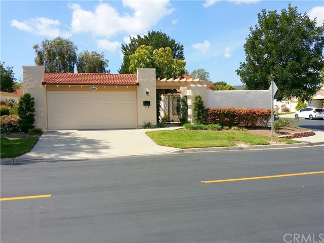 Single Family Home for Sale at 5021 Jardin St Laguna Woods, California 92637 United States