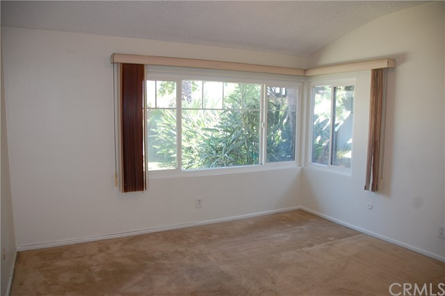 6621 Whitman Avenue, Lake Balboa CA: http://media.crmls.org/medias/7176d547-7222-4baa-9414-045049bebc21.jpg