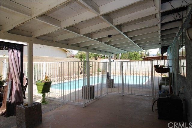800 San Carlo Avenue, San Bernardino CA: http://media.crmls.org/medias/719d577d-0f18-4b8f-b2b9-ee24cbe3d806.jpg