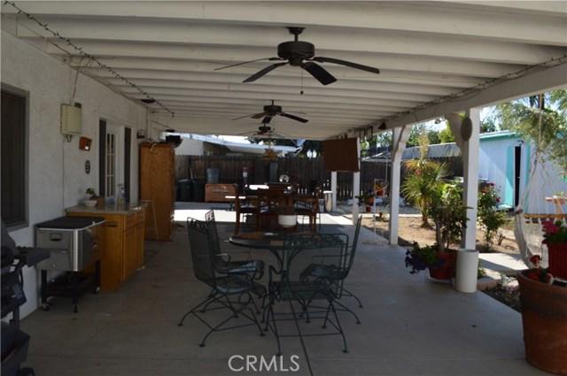 25474 Gentian Avenue, Moreno Valley CA: http://media.crmls.org/medias/71bed2ee-abdf-4187-9054-202baaaa5655.jpg