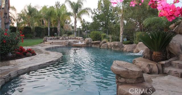1481 Sunshine Circle, Corona CA: http://media.crmls.org/medias/726ed187-ea87-44ec-8bd2-dd259b37a75d.jpg
