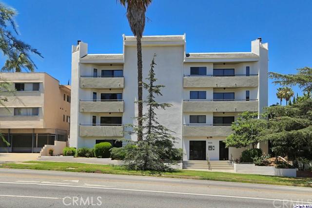3663 Los Feliz Boulevard, Los Angeles CA: http://media.crmls.org/medias/72725f77-bdd4-46ac-8361-172e9d43ecc7.jpg