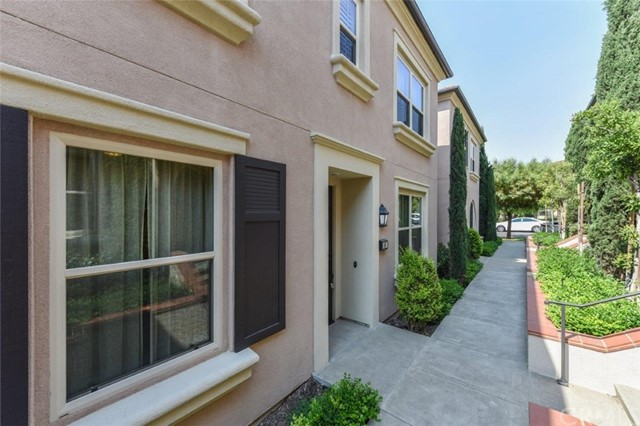 66 Costa Brava, Irvine CA: http://media.crmls.org/medias/7298eba9-d2c0-4636-a802-6c3d6513a674.jpg