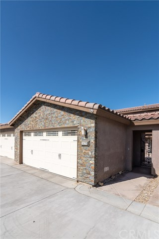 14176 Kiowa Road, Apple Valley CA: http://media.crmls.org/medias/729c833d-787a-4ad7-a581-313bf1bc87ed.jpg