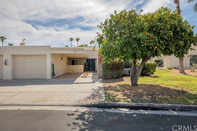 1712 Fairway Circle, Palm Springs CA: http://media.crmls.org/medias/72ac43b3-6b4e-45c2-802d-f1250777de55.jpg
